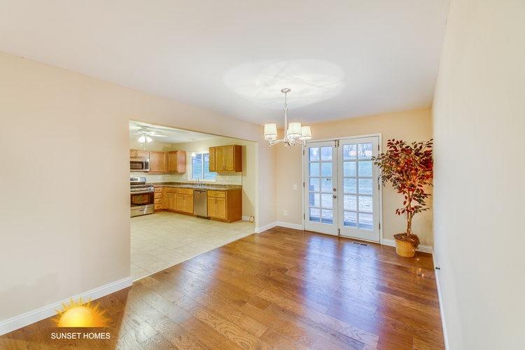 4 Bedrooms Bedrooms, ,2 BathroomsBathrooms,Home,For Sale,1077
