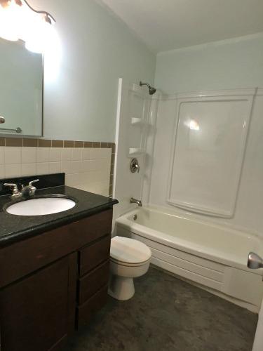4 Bedrooms Bedrooms,1.5 BathroomsBathrooms,Home,1006