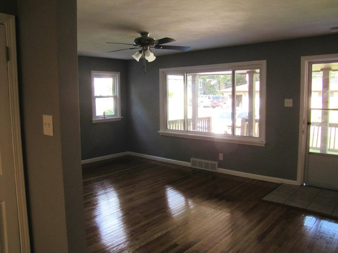 2 Bedrooms Bedrooms, ,1 BathroomBathrooms,Home,For Sale,1102