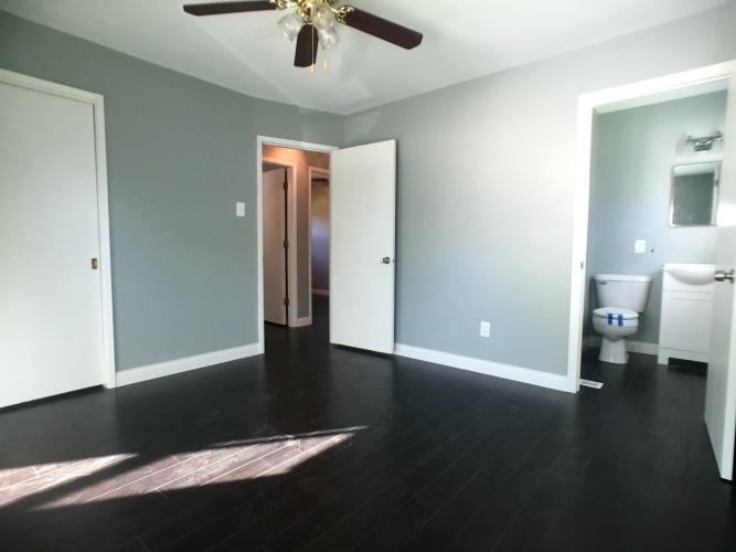 3 Bedrooms Bedrooms,1.5 BathroomsBathrooms,Home,1005
